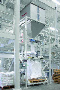 Rice descends from the hopper, through a dome valve and downspouting into the twin-centrepost bulk bag filler